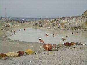 泥温泉で有名なヴルカーノ島!
