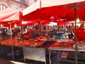 賑わうカターニアの魚市場