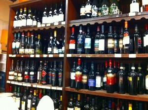 CIBUS内はワインの宝庫