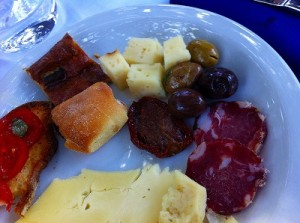 ムルゴのランチは郷土料理満載