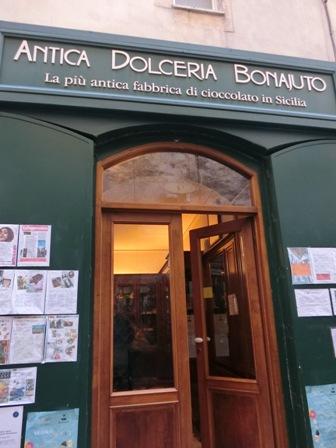 モディカの有名なチョコレート屋ボナユート「Bonajuto」