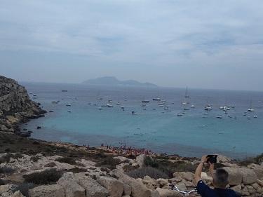 ファヴィニャーナ島の有名ビーチ、カーラ・ロッサ