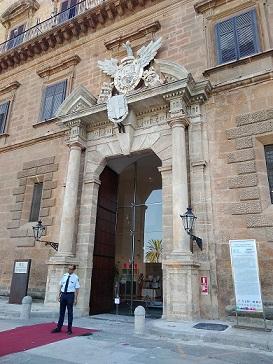 パレルモ世界遺産のノルマン王宮、入り口変更