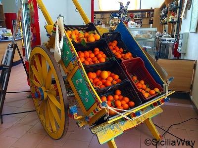 色使いが可愛い!シチリアの伝統荷車(Carretto siciliano)
