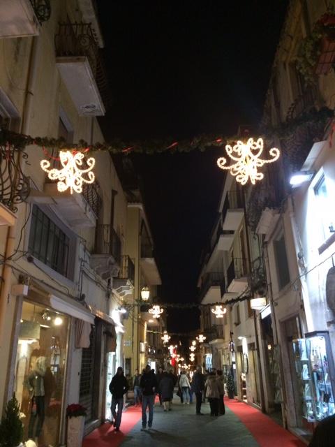 イタリア人のクリスマスプレゼントへの出費は?