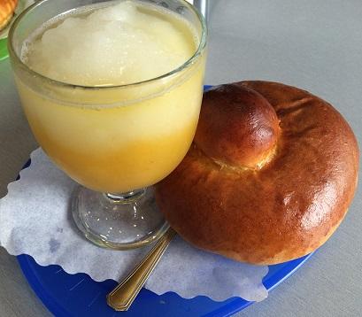 シチリアの定番の夏朝食グラニータとブリオッシュのレシピ